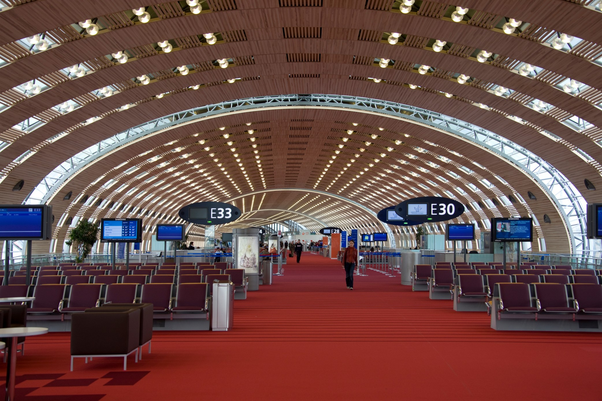 Une halle d'embarquement à Roissy Terminal 2E